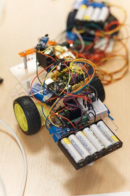 Робот на выпускном