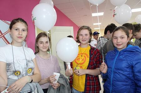 На фабрике мороженого с шариками))
